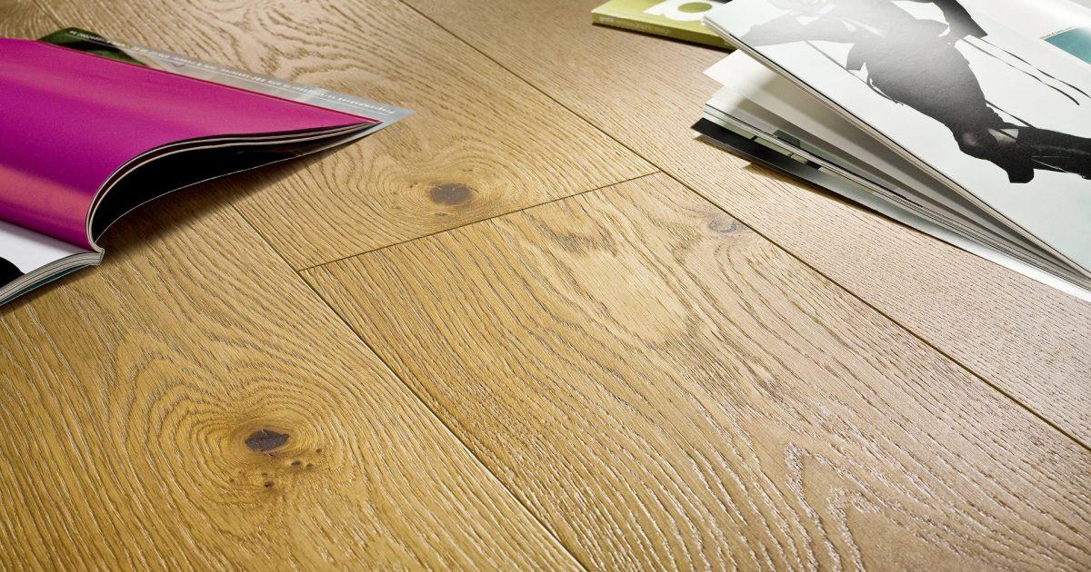 Ein Holzboden sorgt für ein natürliches Raumklima