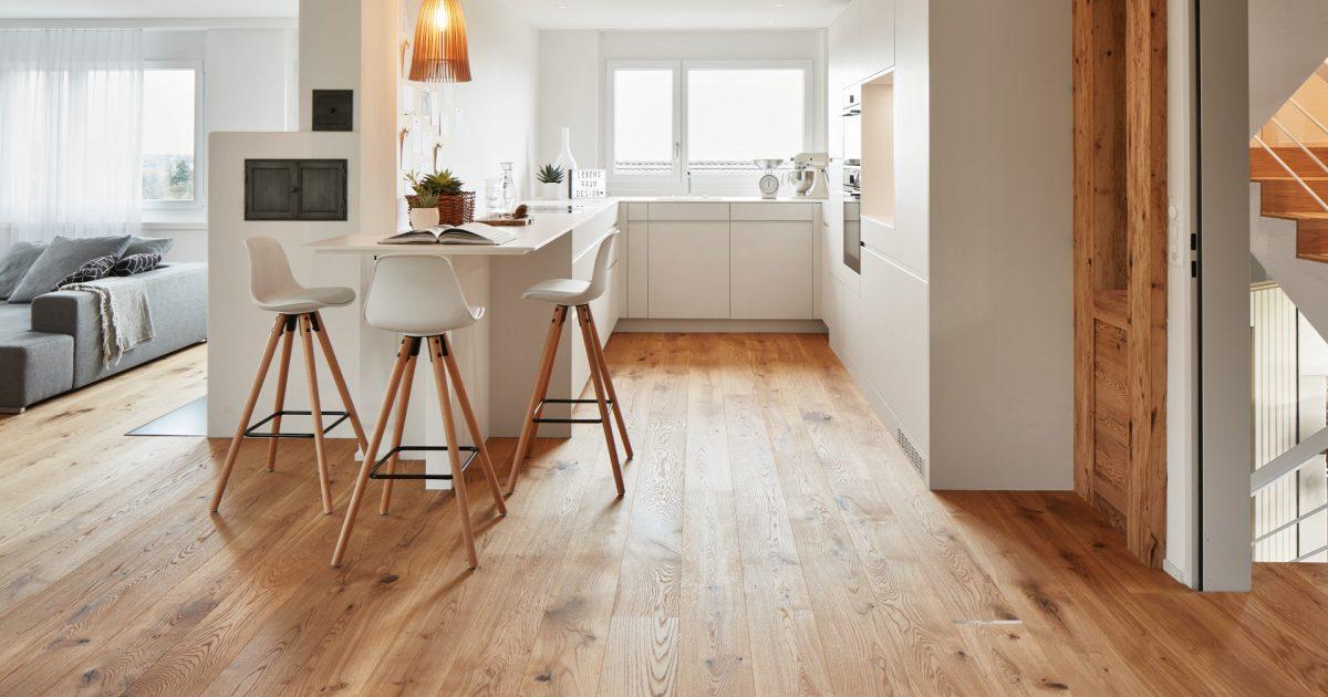 Holzboden schlägt den Designboden um Längen